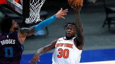 Knicks' Julius Randle goes to the basket as