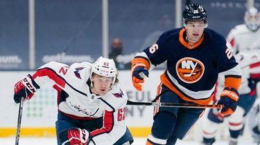 Washington Capitals' Carl Hagelin races New York Islanders'