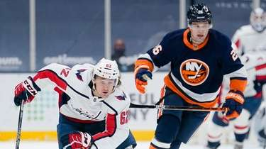 Washington Capitals' Carl Hagelin races New York Islanders'