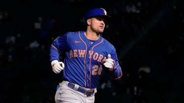 Mets' J.D. Davis runs the bases on a