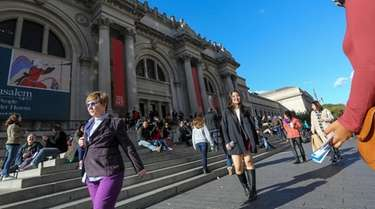 The scene outside the Metropolitan Museum of Art