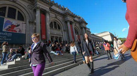 The scene outside the Metropolitan Museum of Art