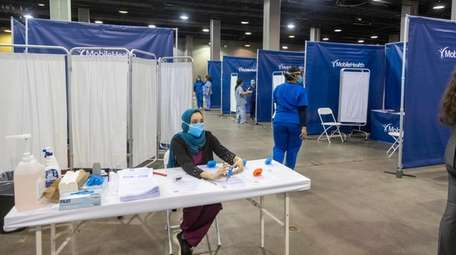 Health care workers prepared to receive vaccine-seekers last