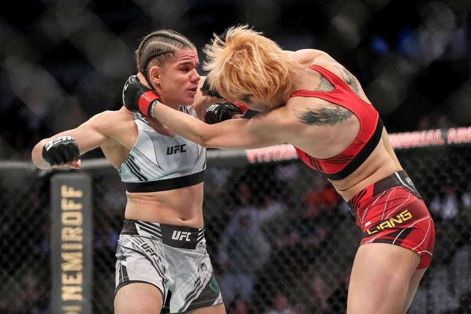 Ariane Carnelossi of Brazil (L) punches Liang Na