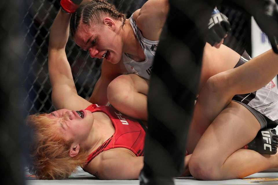 Ariane Carnelossi of Brazil punches Liang Na of
