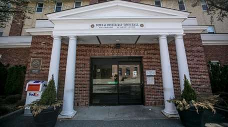 Town of Oyster Bay officials sued the Illinois