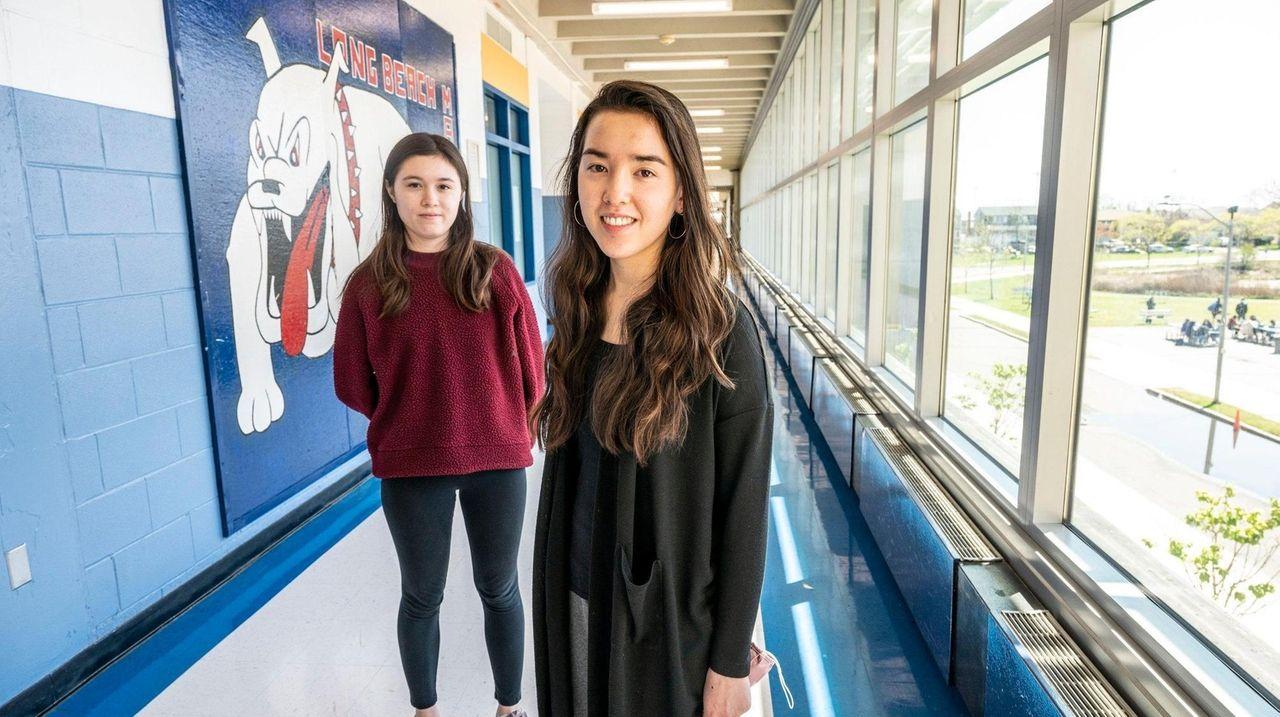 Twins Uma and Maya Arengo, valedictorian and salutatorian,