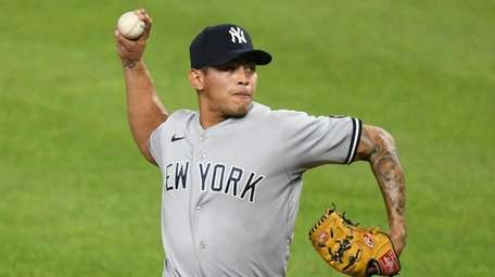 Yankees pitcher Jonathan Loaisiga throws during the eighth