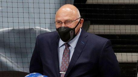 Islanders head coach Barry Trotz against the New