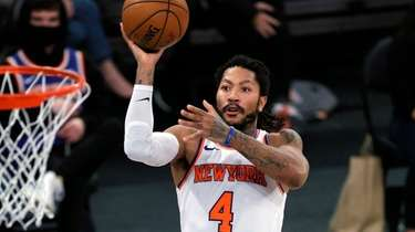 Derrick Rose of the Knicks goes to the