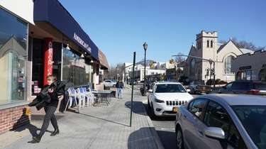 Restaurants on the closed streets in Glen Cove