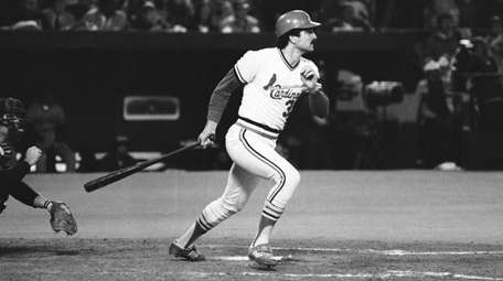 Keith Hernandez hits two-run single for Cardinals in