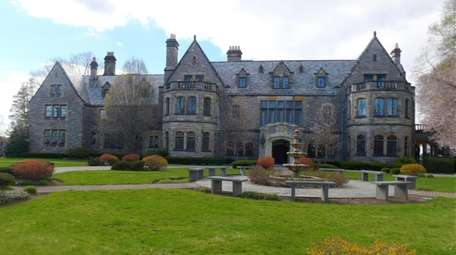 The Mill Neck Manor was the location of