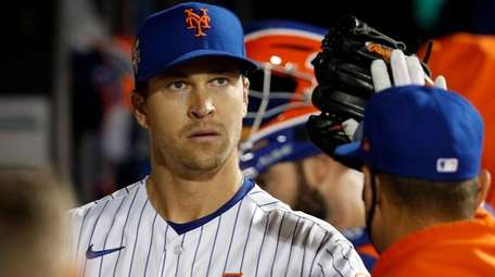 Jacob deGrom #48 of the Mets in the