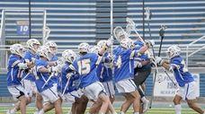 Hofstra men's lacrosse celebrates its 10-9 victory over