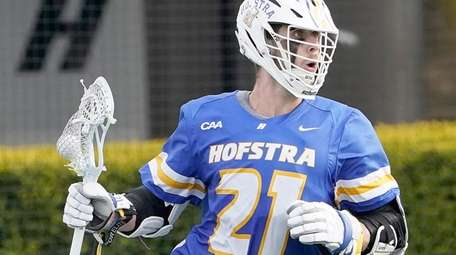 Hofstra's Dylan McIntosh (21) brings the ball around