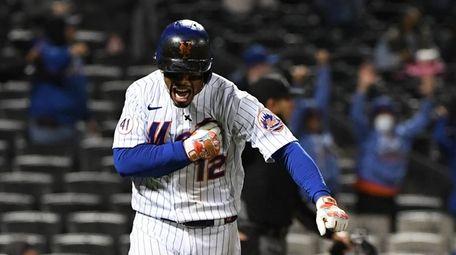 Mets shortstop Francisco Lindor reacts as he rounds