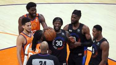 Knicks forward Julius Randle (30) stands near center
