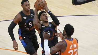 New York Knicks guard Elfrid Payton (6) shoots