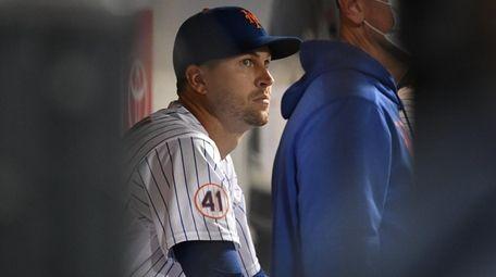 New York Mets starting pitcher Jacob deGrom looks