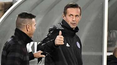 New York City FC coach Ronny Deila, right,