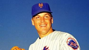 Mets pitcher Tom Seaver poses for a photo