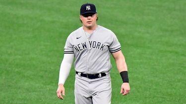Luke Voit #59 of the Yankees walks on