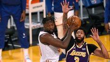 Julius Randle #30 of the Knicks looks to
