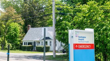 Huntington Hospital owns eight houses on View Acre