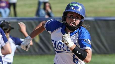 Stefania Abruscato of Hauppauge rounds second during a