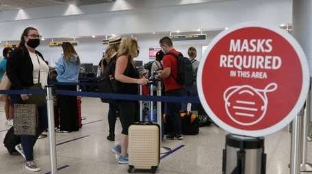 Sign notifies travelers they need to wear a
