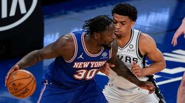 New York Knicks' Julius Randle (30) is defended