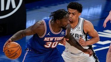 New York Knicks' Julius Randle (30) is defended