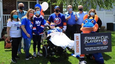 Islanders co-owner Jon Ledecky, third from right, visits