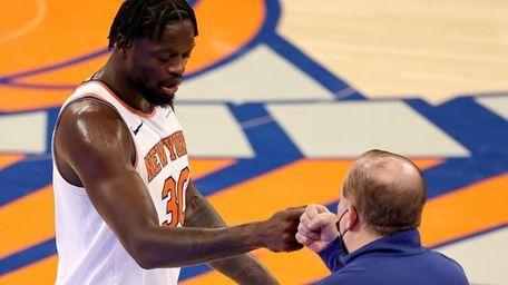 Julius Randle #30 of the Knicks celebrates the