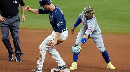 Tampa Bay Rays' Joey Wendle, center reaches second