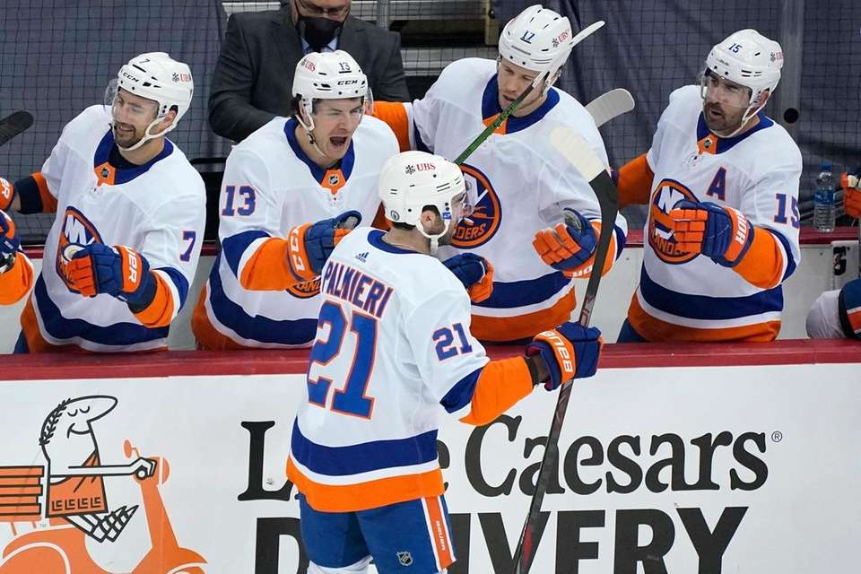 The Islanders' Kyle Palmieri returns to the bench