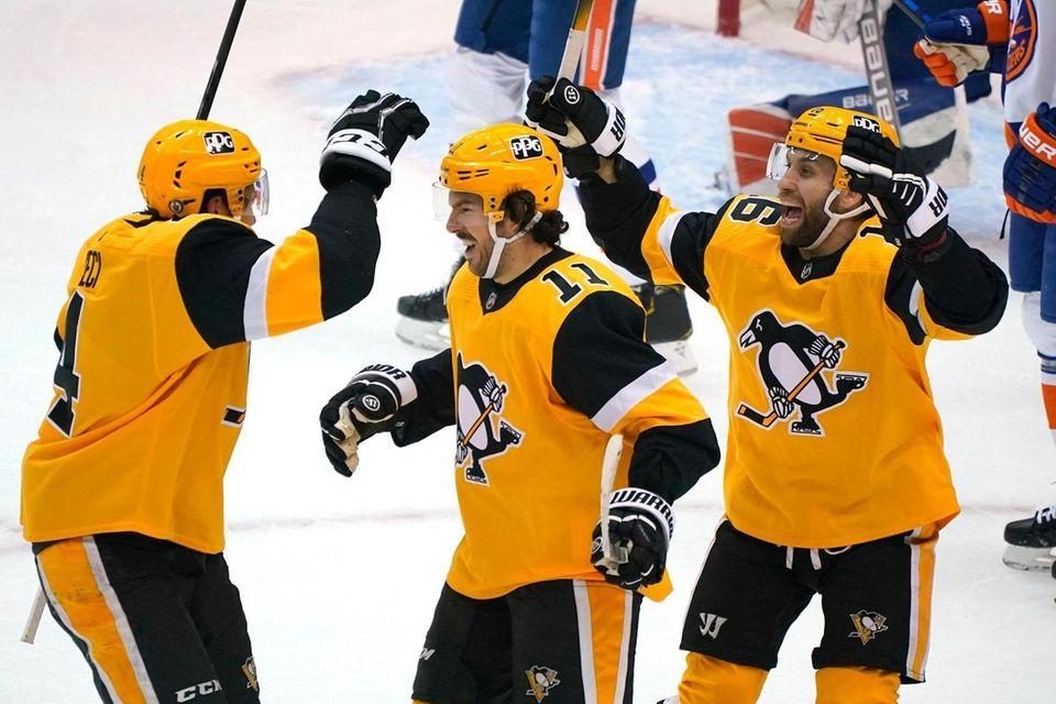 Pittsburgh Penguins' Frederick Gaudreau (11) celebrates his goal