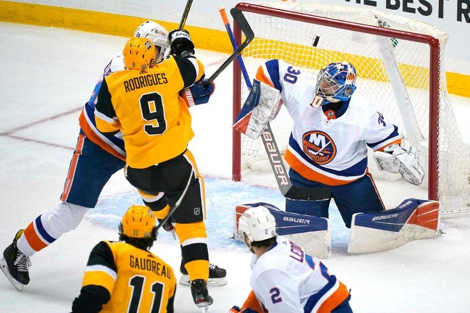 Pittsburgh Penguins' Frederick Gaudreau (11) puts a shot