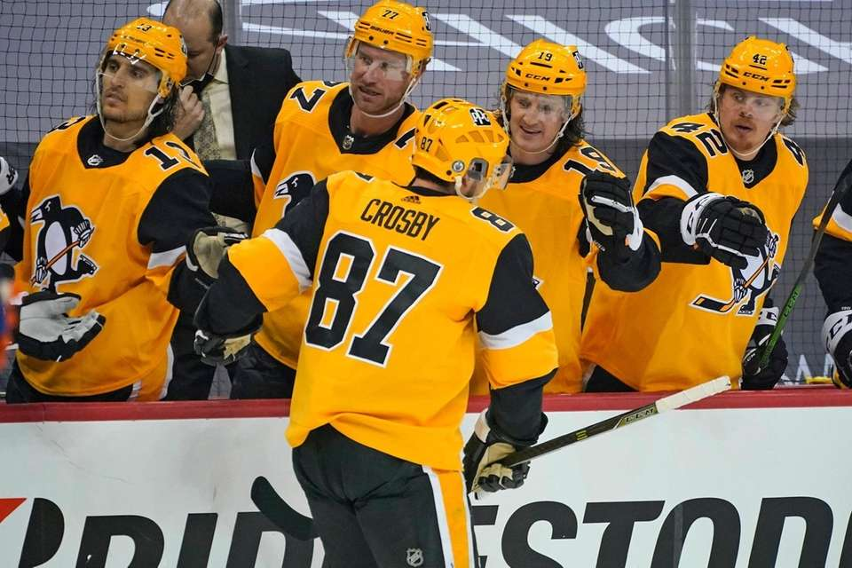 Pittsburgh Penguins' Sidney Crosby (87) returns to the