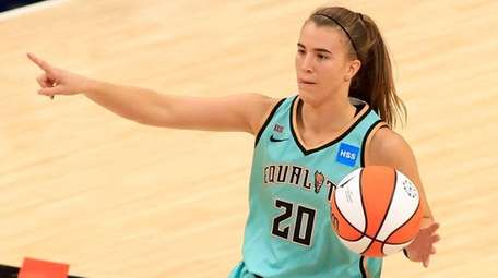 Sabrina Ionescu of the Liberty directs her team