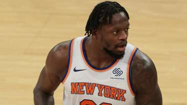 Knicks forward Julius Randle holds the ball against
