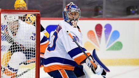 Ilya Sorokin of the Islanders eyes the puck