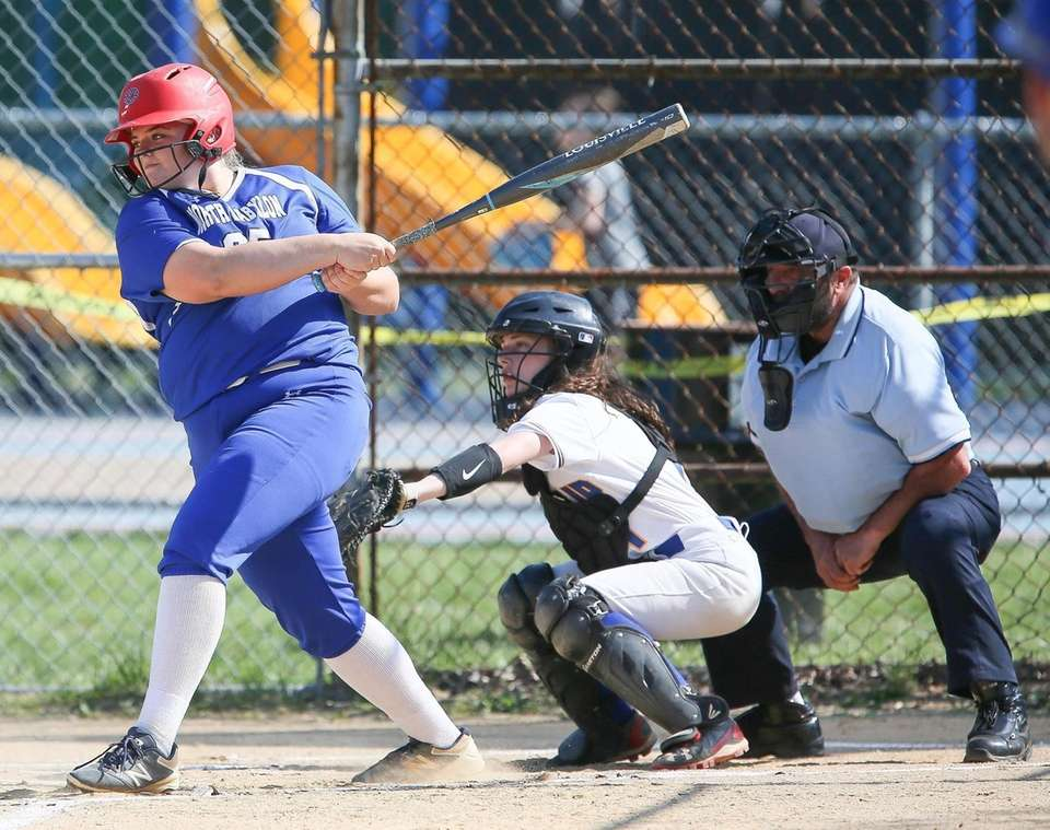 North BabylonÕs Ava Shorr hits a double in