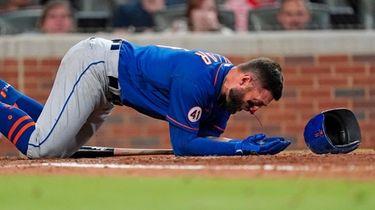 Mets centerfielder Kevin Pillar tries to get to