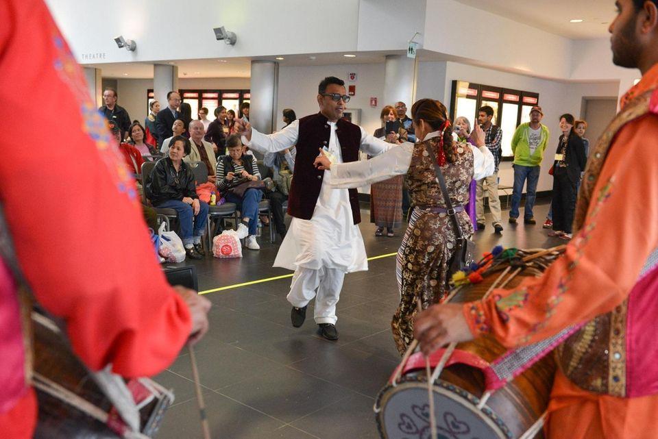 Aamir Sultan and Kalpana Thapa dance as Mohammad