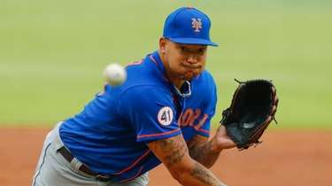 Taijuan Walker #99 of the Mets pitches in