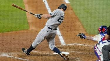 Yankees second baseman DJ LeMahieu follows through on