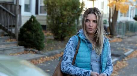 """Annie Murphy stars in AMC's  """"Kevin Can"""