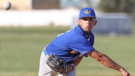 West Islip's Alex Czarnomski (11) throws a pitch